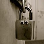 Eyebomb padlock